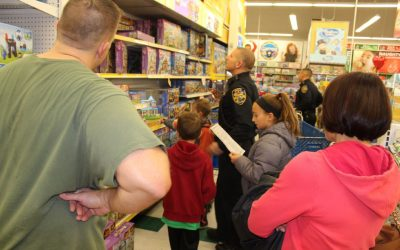 Berlin Students Shop with Police to Help Families in Need