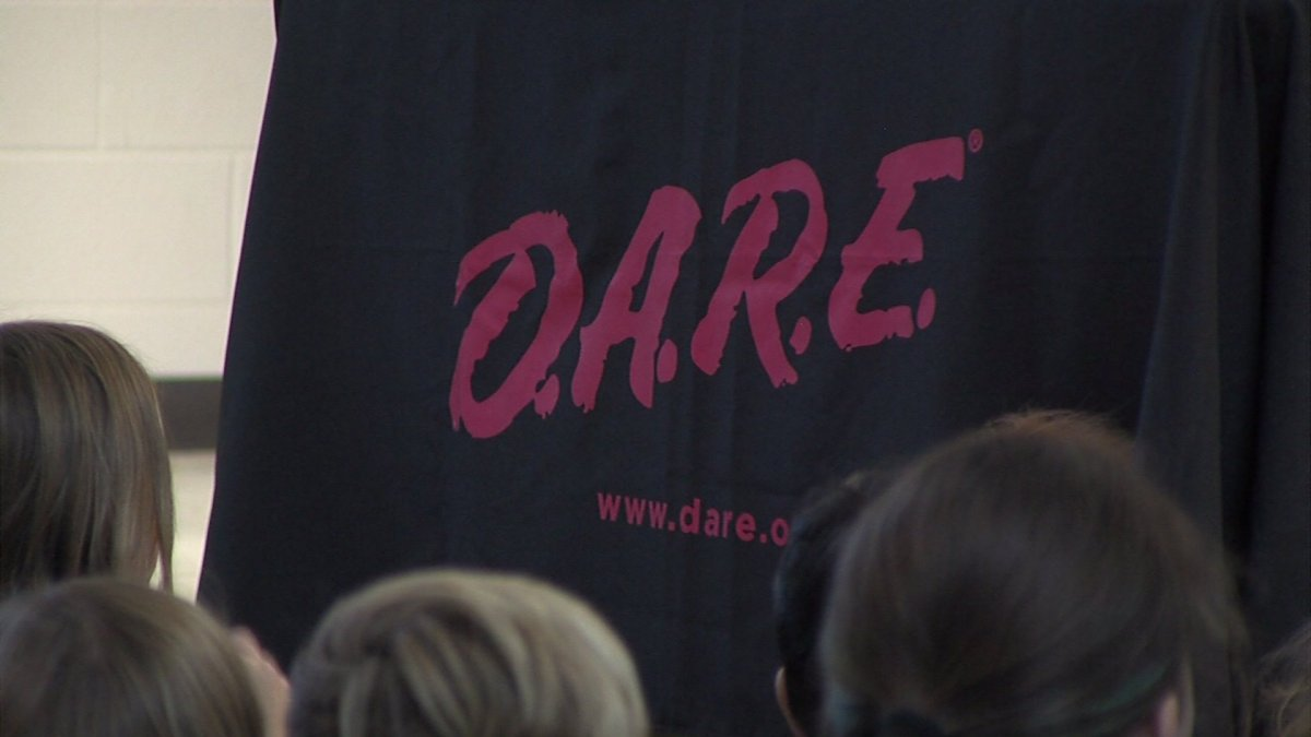 Fifth-Graders in Burlington Make Pledge to Stay Drug-Free during D.A.R.E. Graduation