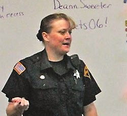 Officers D.A.R.E. to help kids say no
