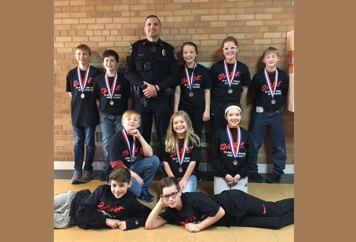 WD Middle School Students Graduate from D.A.R.E.