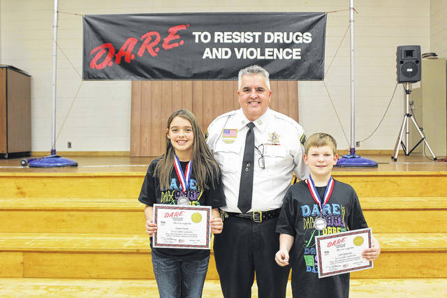 Elementary Students Graduate from D.A.R.E. Program