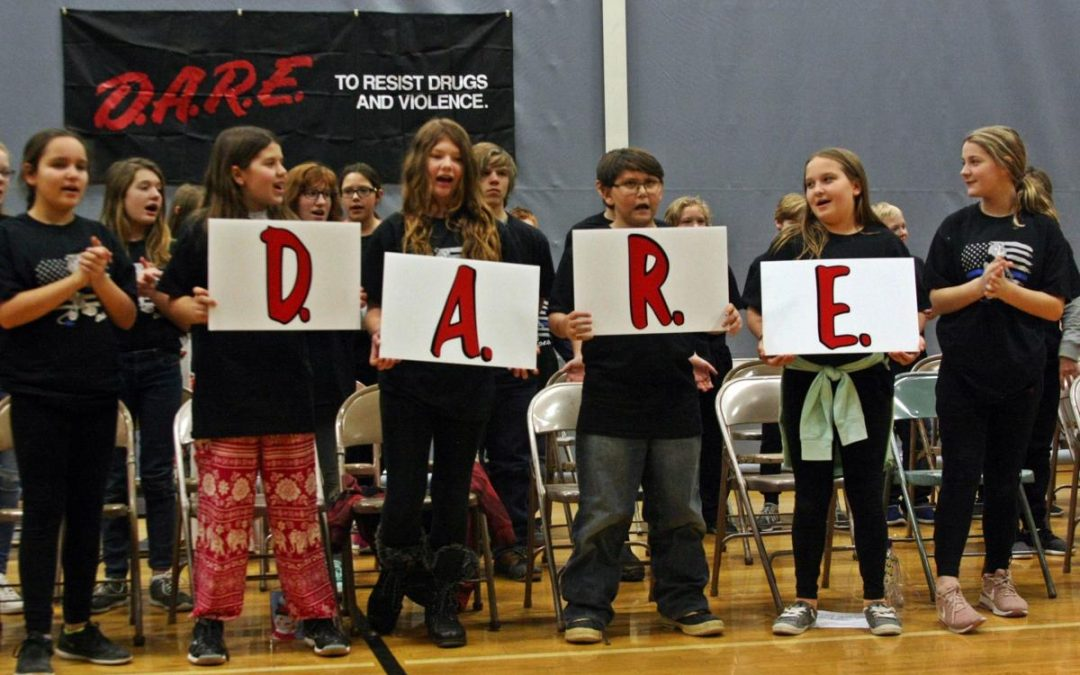 D.A.R.E. Students Make a Pledge
