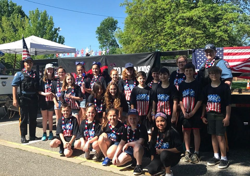Park Ridge D.A.R.E. Students Help Officers with Memorial Day Float
