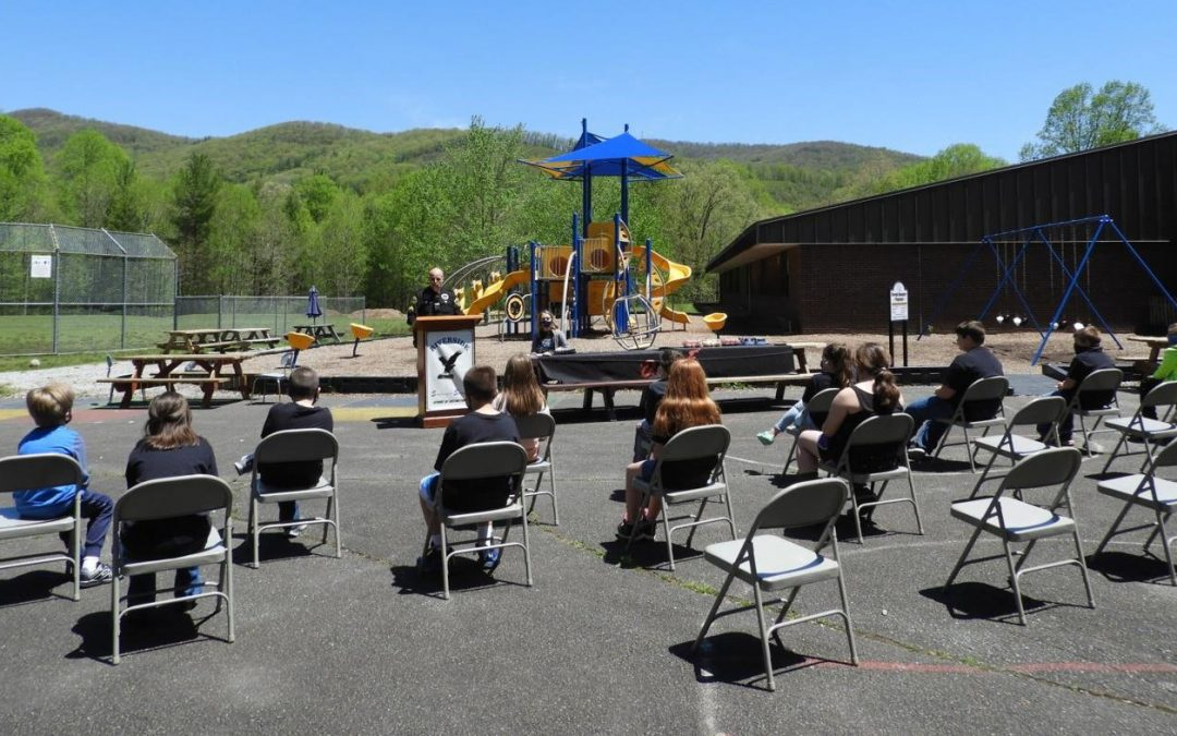Riverside Elementary Graduates First D.A.R.E. Class in 20 Years