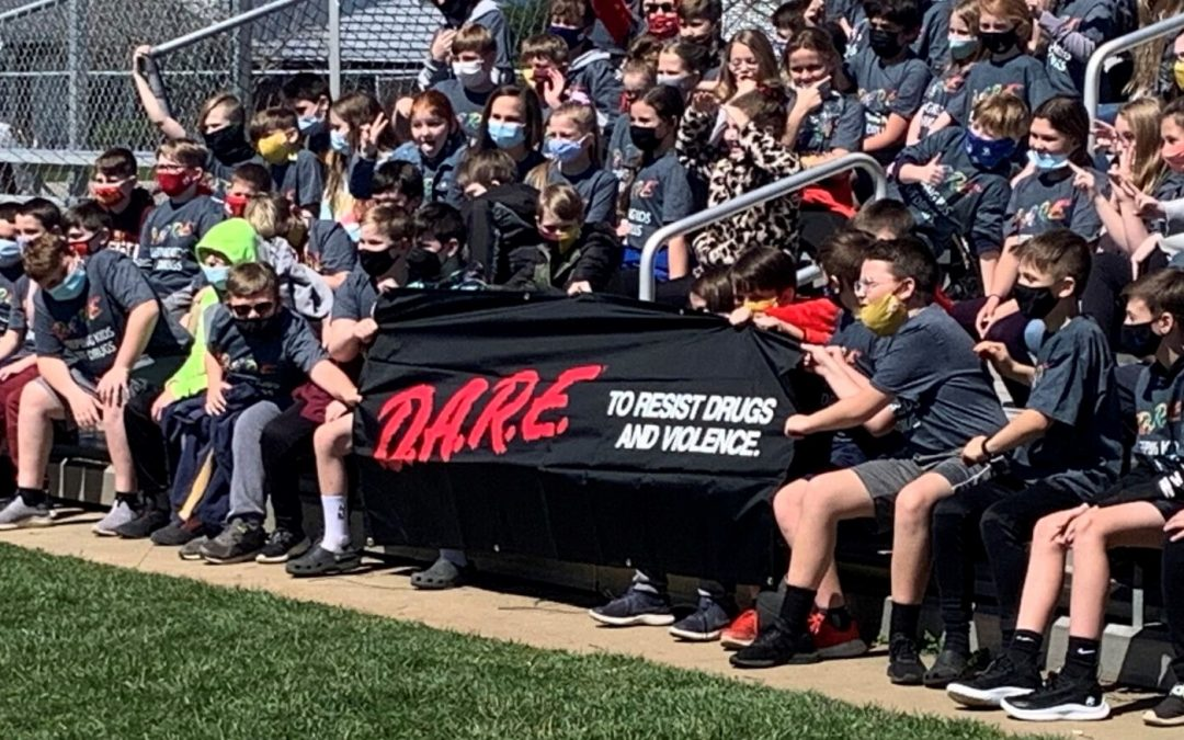 Russell flexes D.A.R.E. Muscle: Fifth-Graders Complete program, Have Ceremony